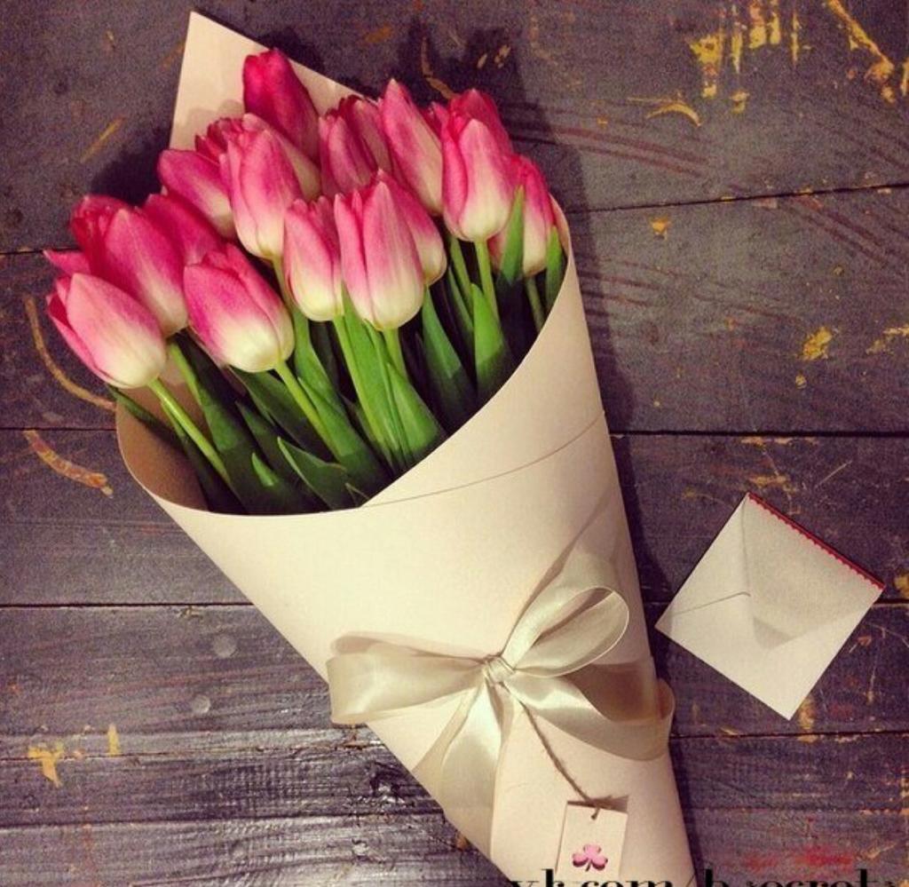 Как оформить тюльпаны в букет своими руками